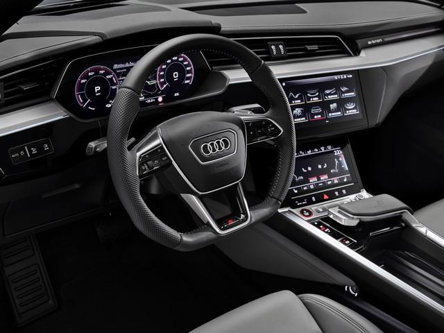 Audi améliore encore la gamme de produits e-tron : Recharge d'une puissance de 22 kW en courant alternatif, pour un plus grand confort de conduite A208480large