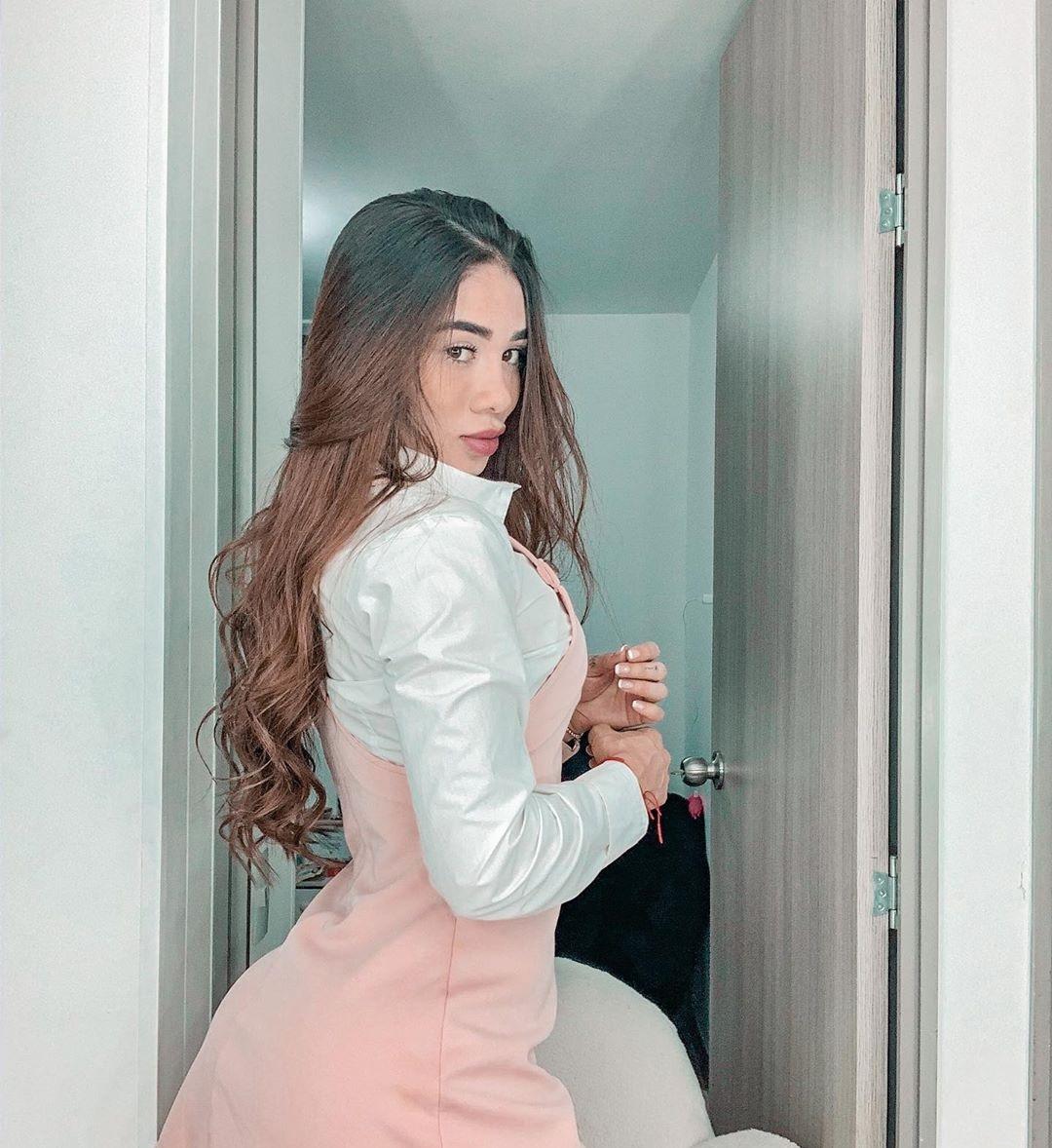 Juliana-Gomez-Wallpapers-Insta-Biography-3