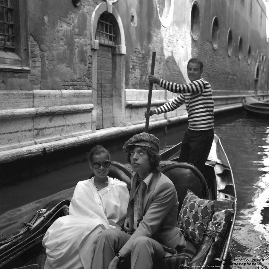 Редкие фотографии известных людей, отдыхающих в Венеции в 1950-60-е годы 13