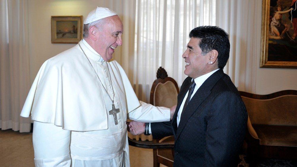 Morte Maradona: i messaggi di cordoglio da parte delle istituzioni e dei vip