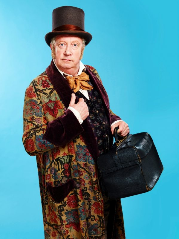 Mark-Williams-as-Doctor-Dolittle-credit-Simon-Turtle-599x800