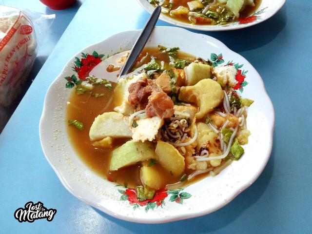 Tahu Campur Pak Iwan Jagalan, Kuliner Legenda Selalu Ramai