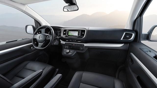2016 - [Citroën/Peugeot/Toyota] SpaceTourer/Traveller/ProAce - Page 34 Opel-zafira-life-60