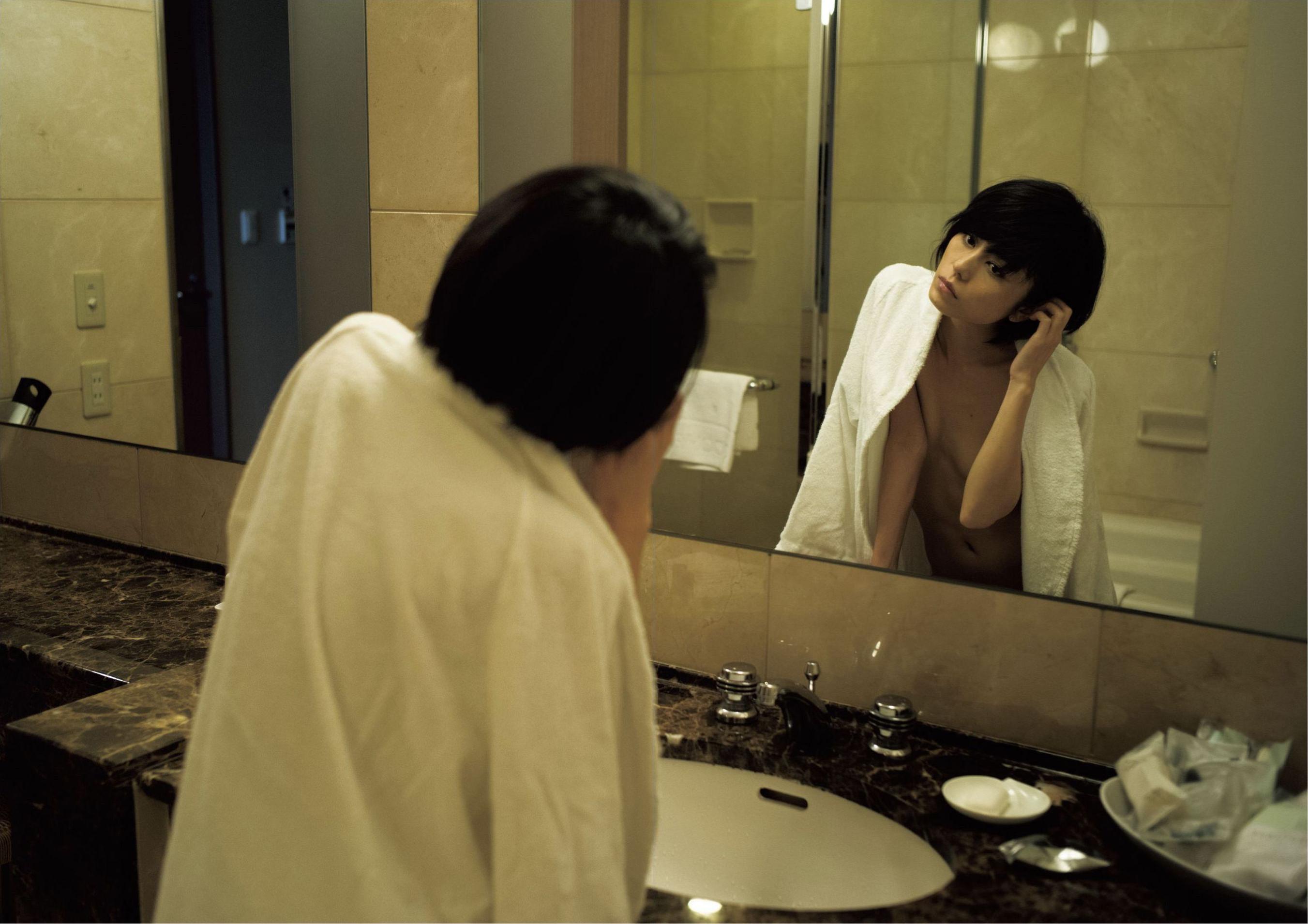 芳野友美ファースト写真集『或る女』087