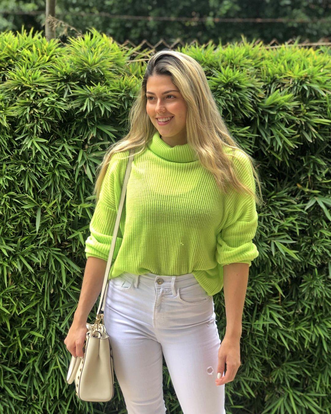 Mariana-Lopez-Wallpapers-Insta-Fit-Bio-1