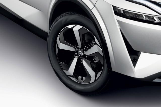 Nissan QASHQAI Première Edition : 36 240 €  All-New-Nissan-Qashqai-Premiere-Edition-2