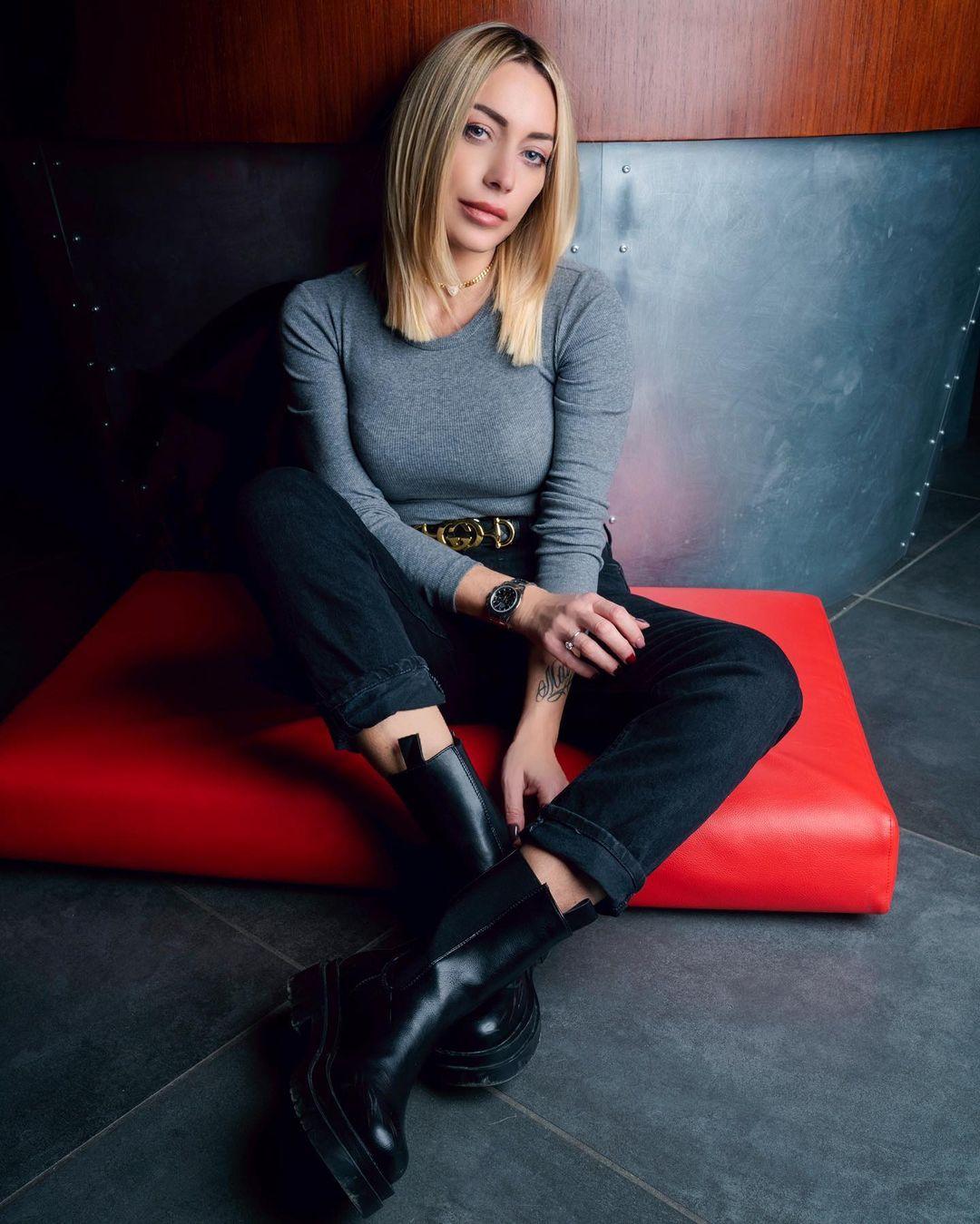 Karina-Cascella-Wallpapers-Insta-Fit-Bio-3