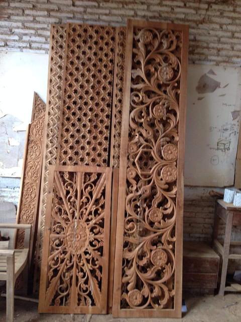 Kusen pintu di Kota Kijang