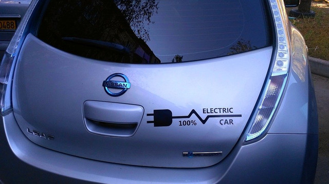 Nissan-leaf-charging-stations