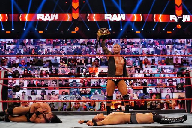 Orton ataca a Drew