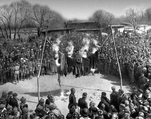 Митинг и сжигание паранджи