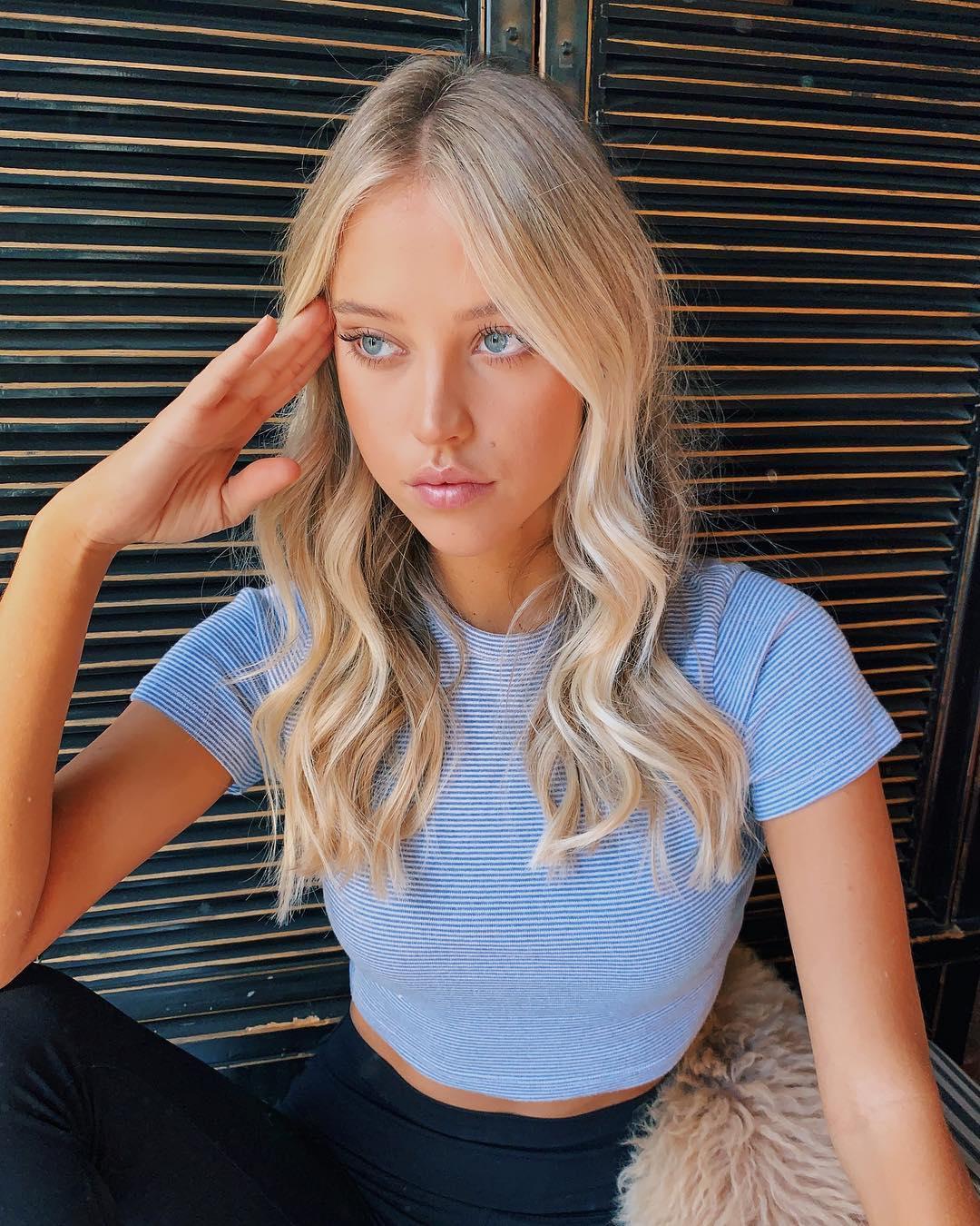 Kaitlynn-Bell-Wallpapers-Insta-Biography-6