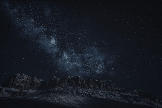 canion-mountains-on-night-sky-2098428