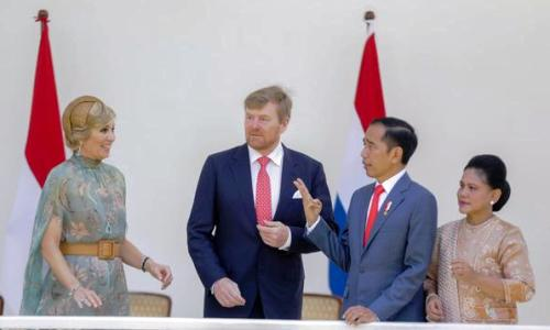 Raja Belanda Willem Serahkan Keris Pangeran Diponegoro ke Jokowi