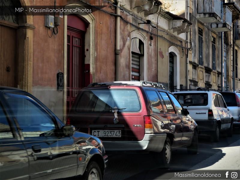 avvistamenti auto storiche - Pagina 14 Opel-Kadett-Caravan-1-4-75cv-90-CT923743