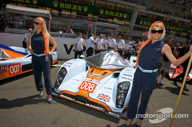 13-06-2009-Le-Mans-France-The-charming-Aston-Martin-girls
