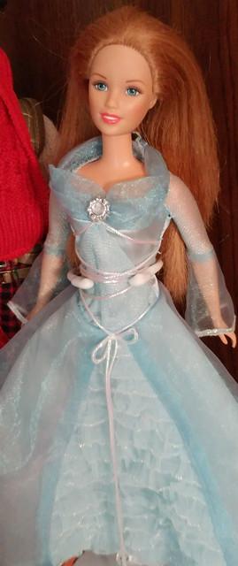 1990s-Teen-Courtney-friend-of-Skipper-wearing-2005-Rayla-Cloud-Queen-dress