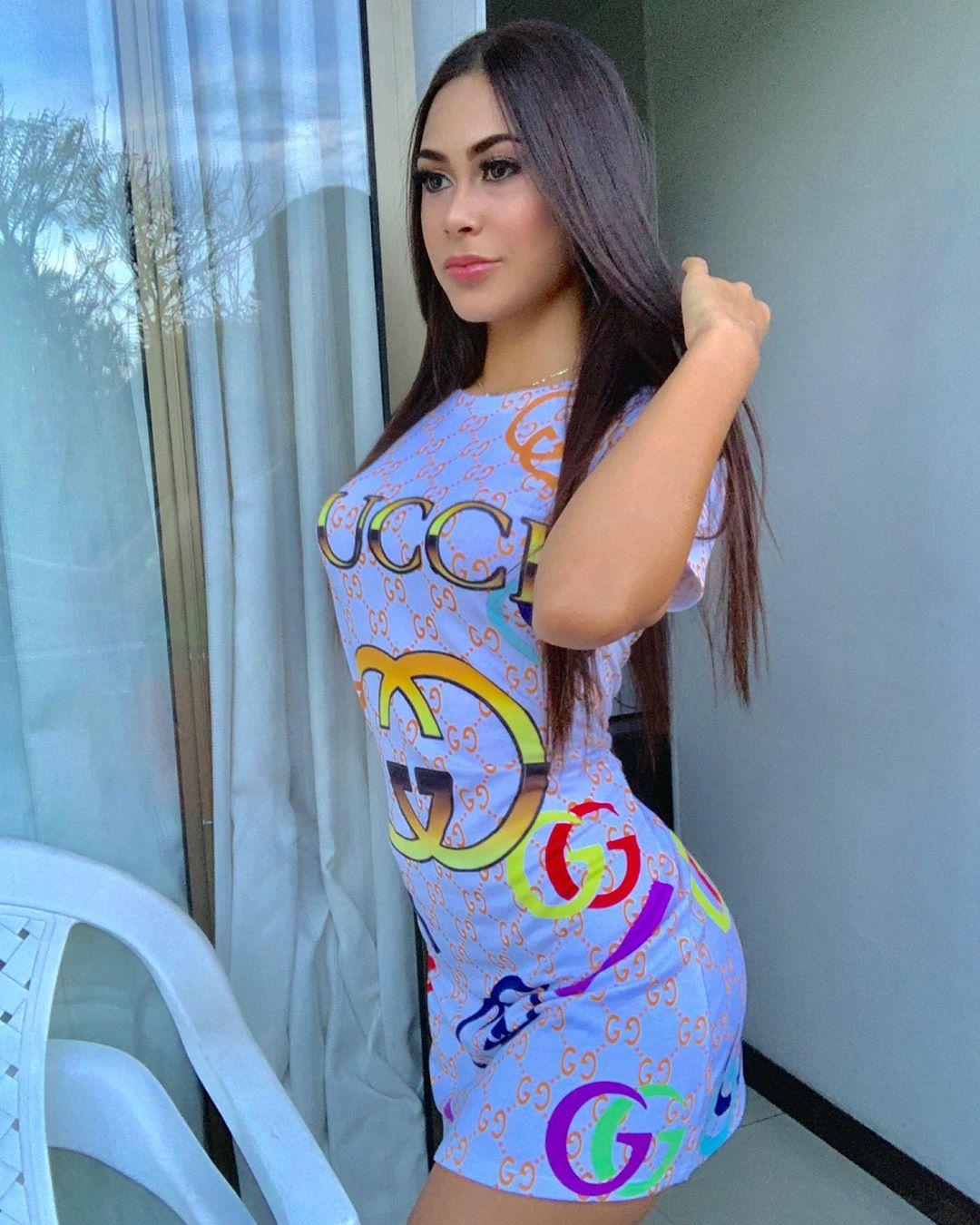 Valeria-Vasquez-Wallpapers-Insta-Fit-Bio-1