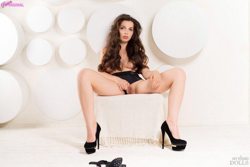 Karina-Avakyan-como-Miranda-Malena-en-My-Naked-Dolls-14