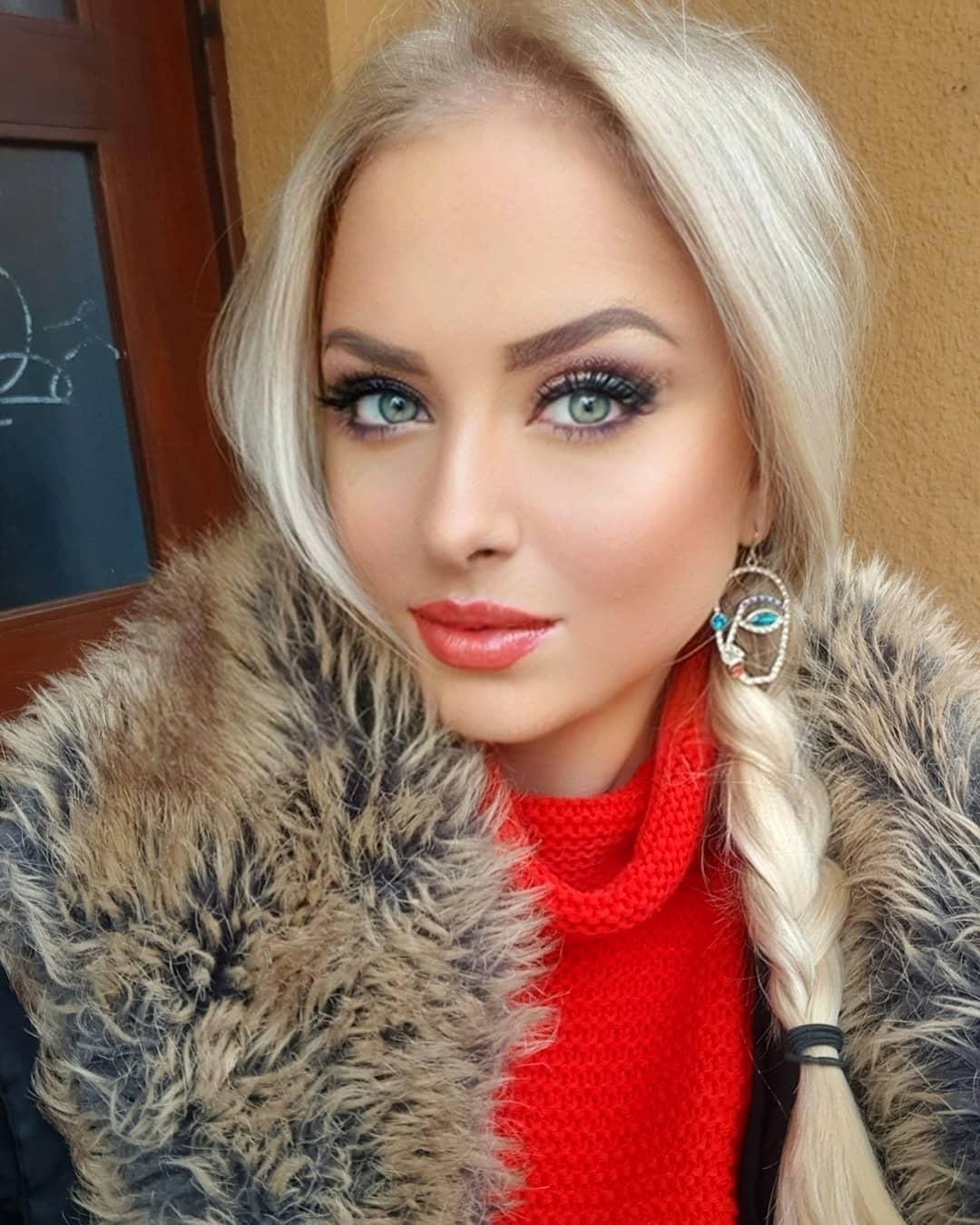 Veronica-Hunkova-Wallpapers-Insta-Fit-Bio-4