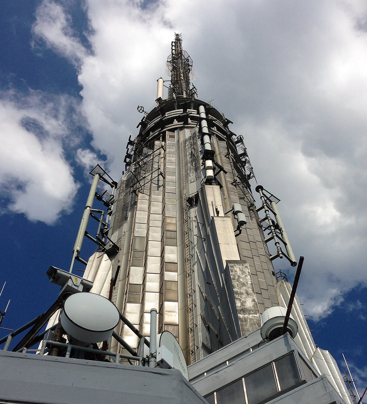 1200px-Empire-State-Building-highest-point-crop