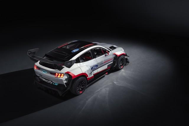 Ford Performance et RTR dévoilent un prototype 100% électrique, la Mustang Mach-E 1400, pour un nouvel art du drift Mach-E-1400-Reveal-Photos-8