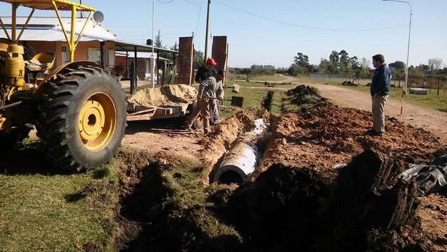 Regionales: Gilbert: Personal Municipal realizan tareas de limpieza de zanjas y alcantarillas