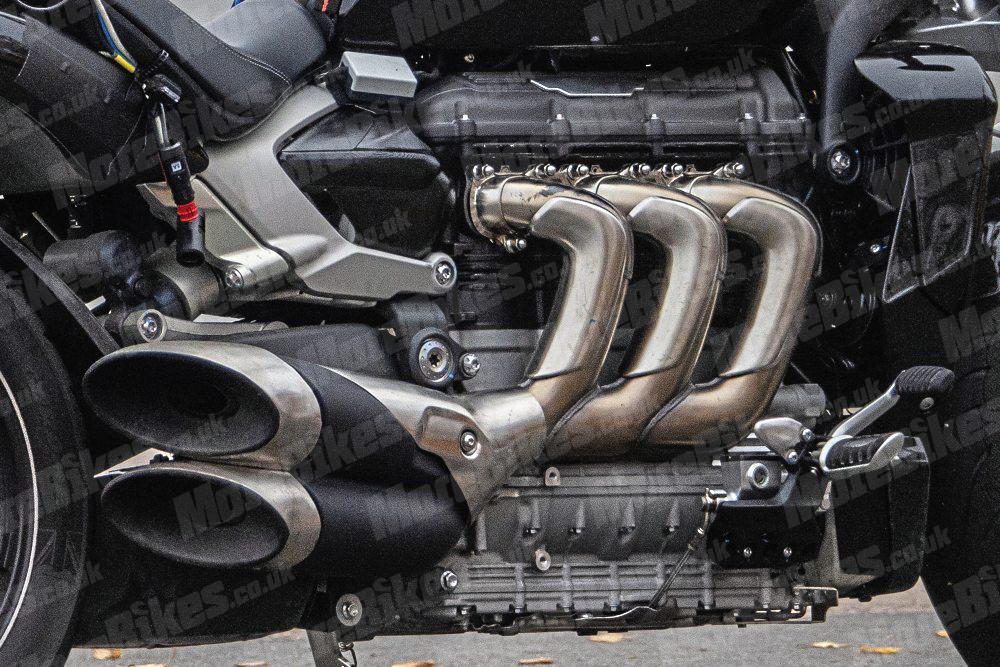 WEB-Triumph-Rocket-III-engine-detail