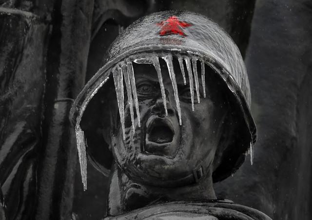 estatua-soldado-congelado