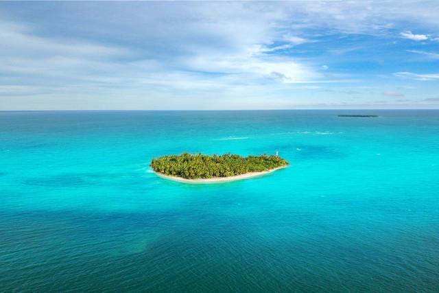 Tim-and-Sarah-Wickham-Calala-Island.jpg