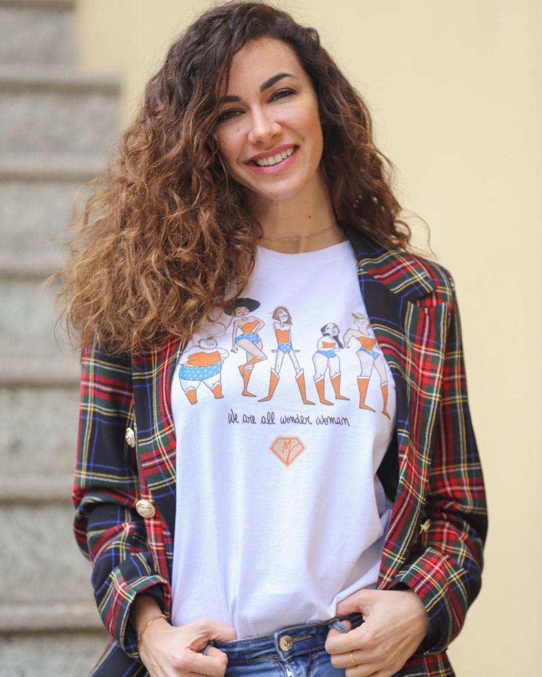 Melita-Toniolo-Wallpapers-Insta-Fit-Bio-6
