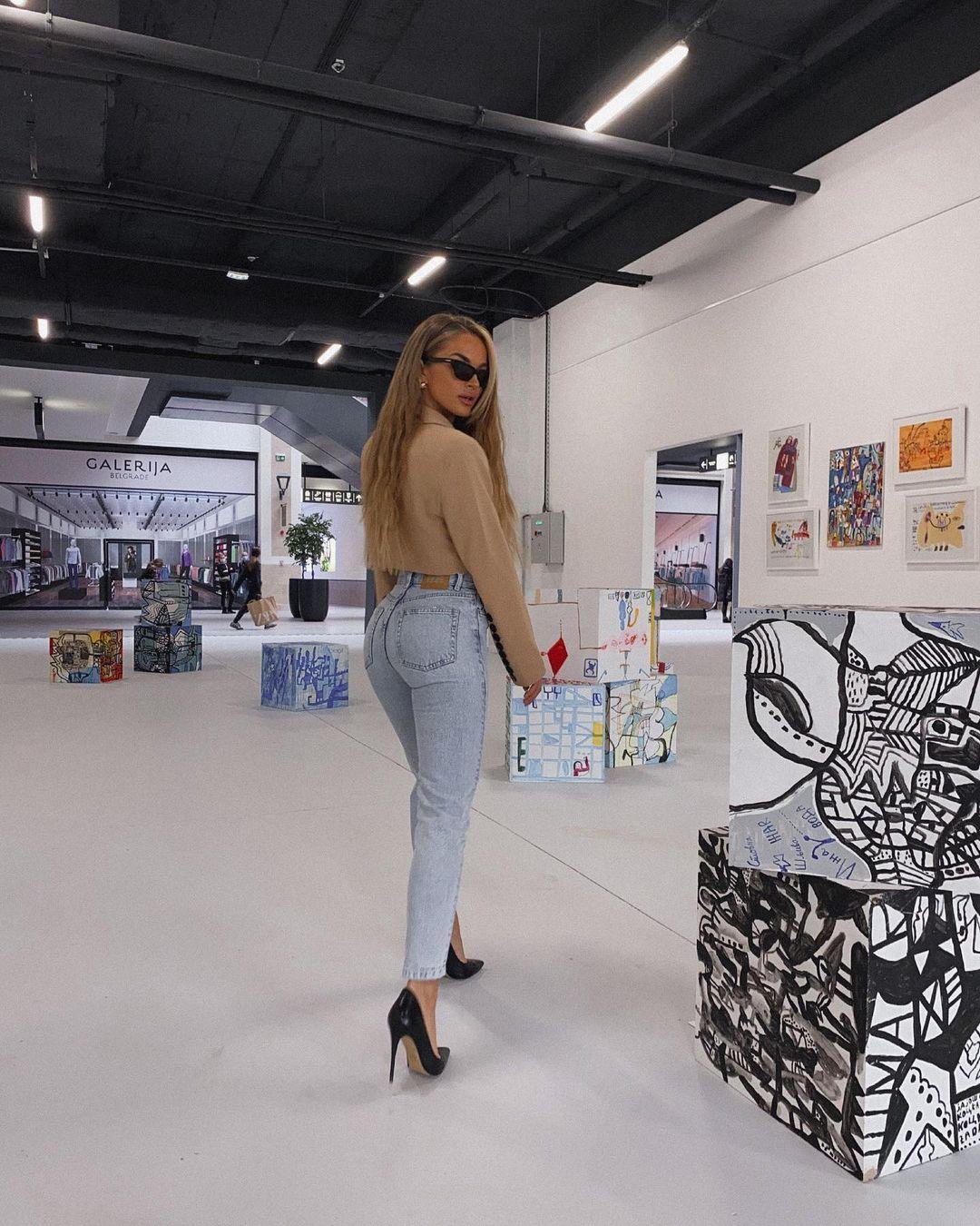 Teodora-Dzehverovic-Wallpapers-Insta-Fit-Bio-10