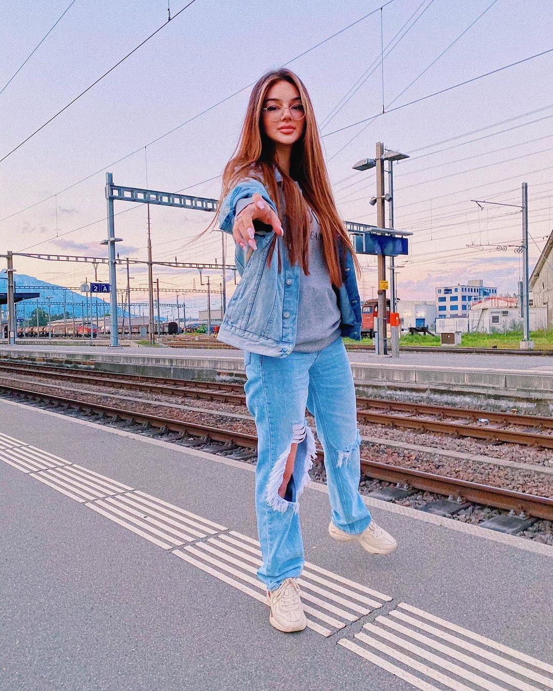 Dzana-Dzzyzzle-Wallpapers-Insta-Fit-Bio-9