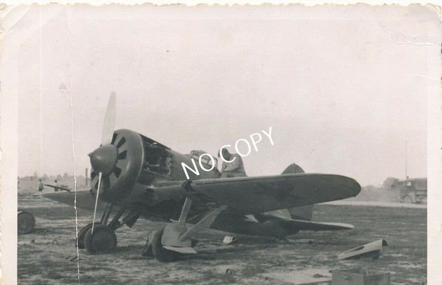 Foto-WK-II-Feldzug-Polen-erbeutetes-Flugzeug-Karta