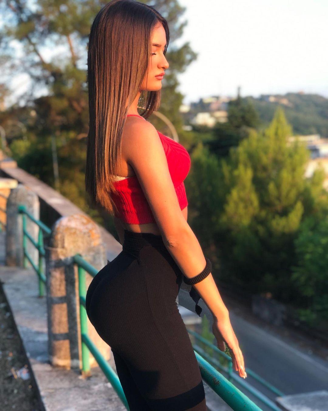 Giulia-Corrado-Wallpapers-Insta-Fit-Bio-7