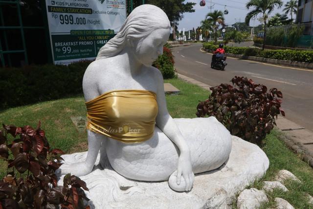 Patung Putri Duyung Pakai Kemben Di Ancol