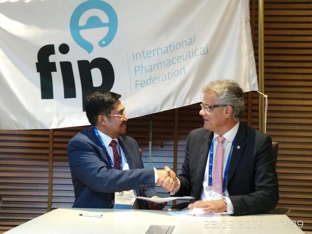 Penandatanganan-Mo-U-antara-IAI-dan-FIP-terkait-Program-Transformasi-Apoteker-di-Indonesia-4