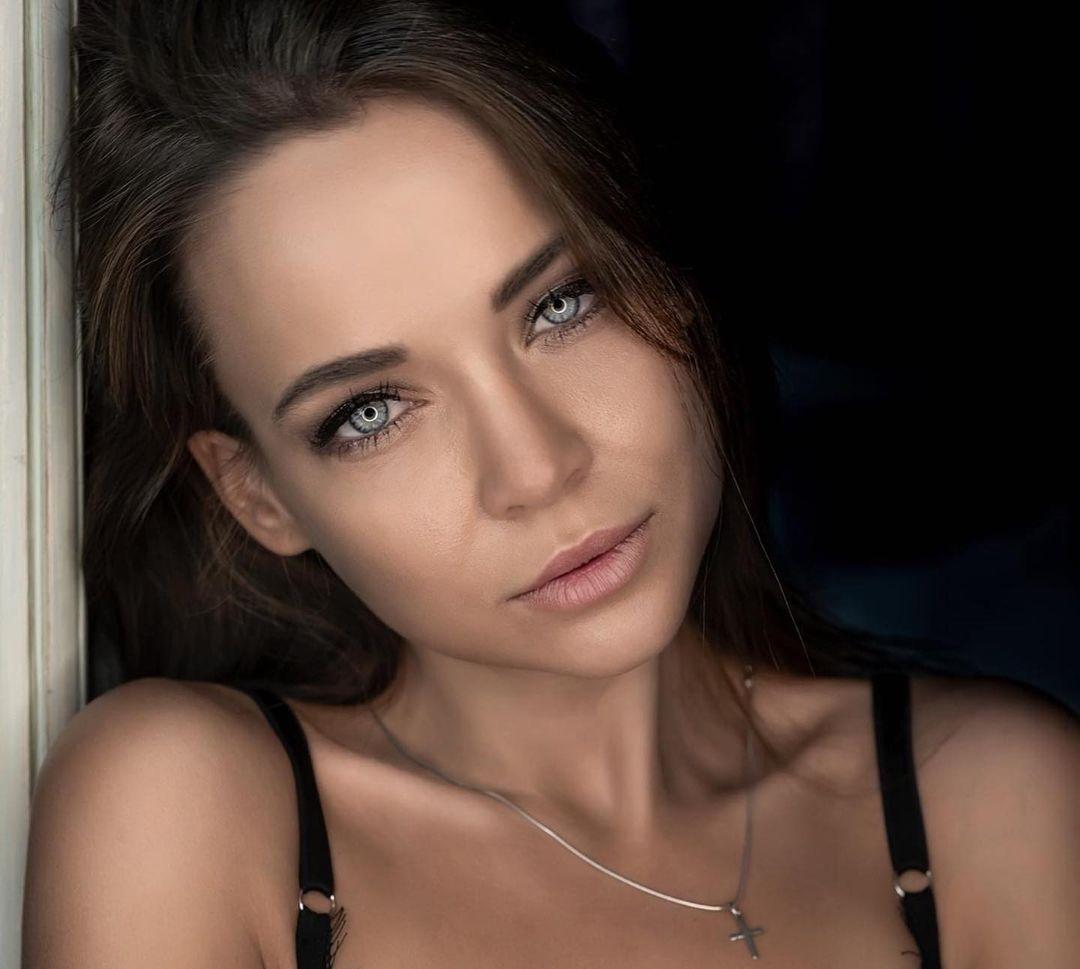 Angelina-Petrova-Wallpapers-Insta-Fit-Bio-9