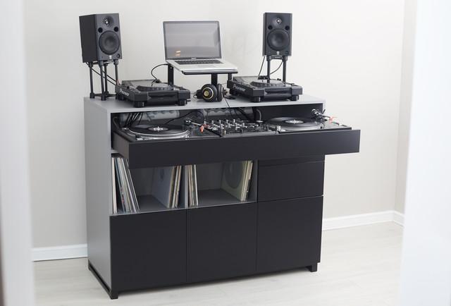 Roomy-DJ-3