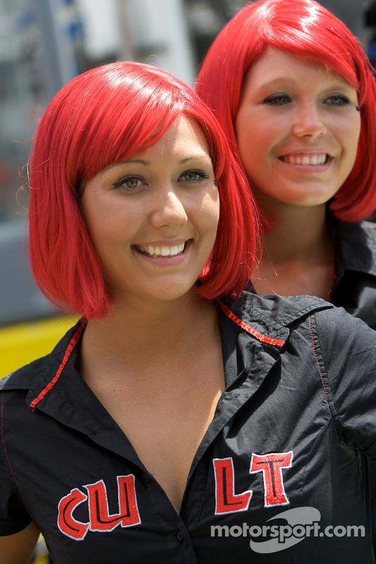 13-06-2009-Le-Mans-France-Cult-girls