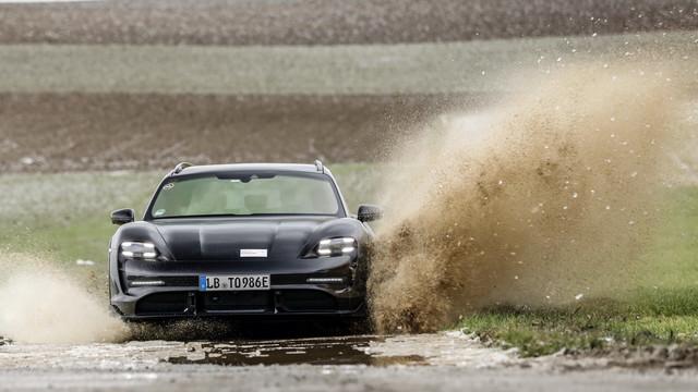2020 - [Porsche] Taycan Sport Turismo - Page 3 E58-A9-B2-B-109-A-45-E6-A35-B-D058-E261-C406