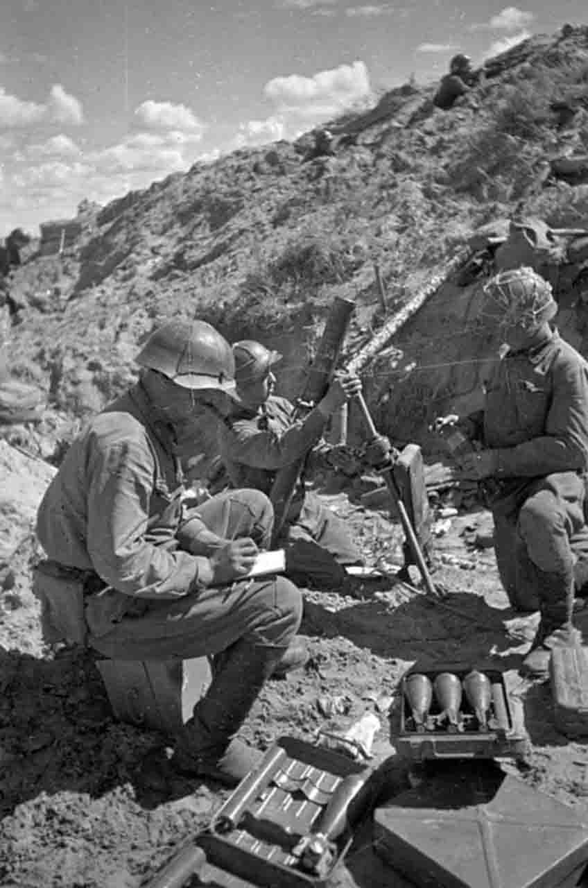 Red Army soldiers in the position of 82 mm mortar. WW2