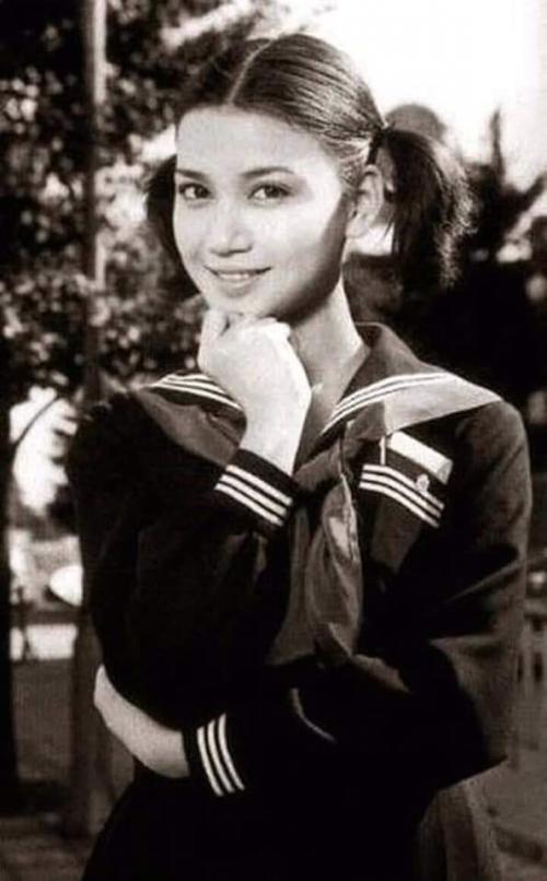 Dewi Soekarno di masa sekolah