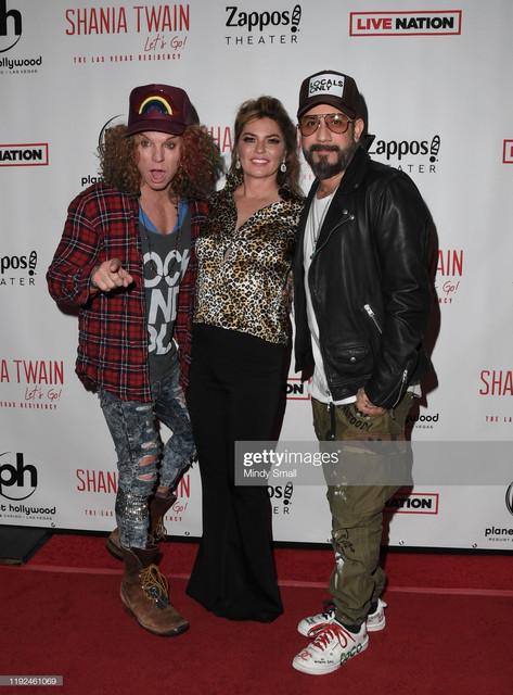 LAS-VEGAS-NEVADA-DECEMBER-06-L-R-Comedian-Carrot-Top-singer-Shania-Twain-and-singer-AJ-Mc-Lean-atten