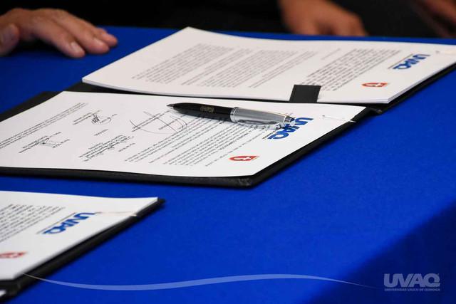firma-convenio-UVAQ-3