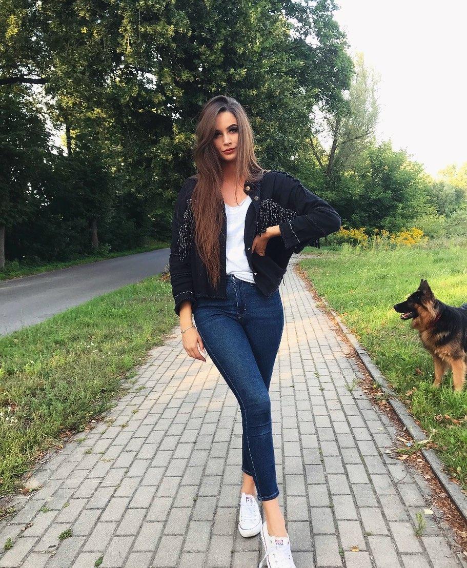 Olga-Siedlecka-Wallpapers-Insta-Fit-Bio-11