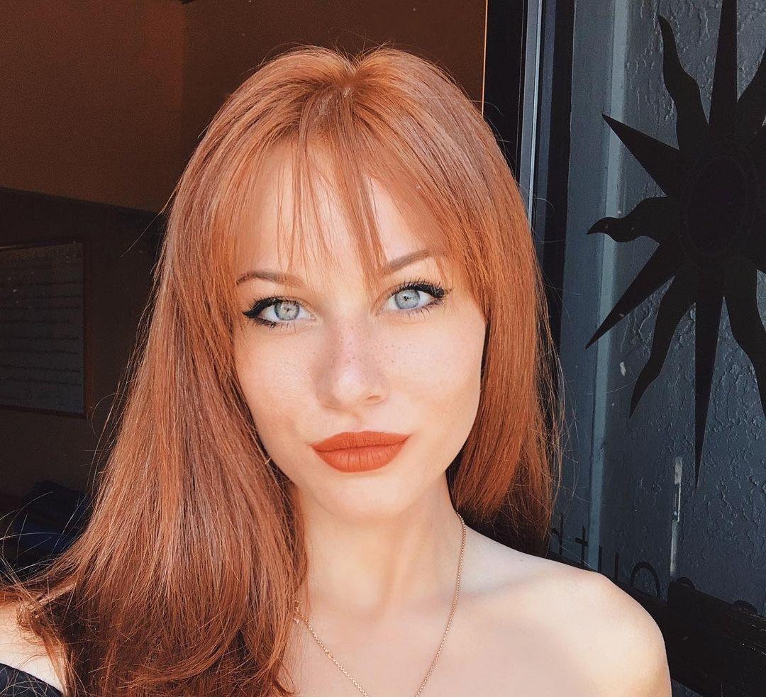 Sarah-Gibson-Wallpapers-Insta-Fit-Bio-4