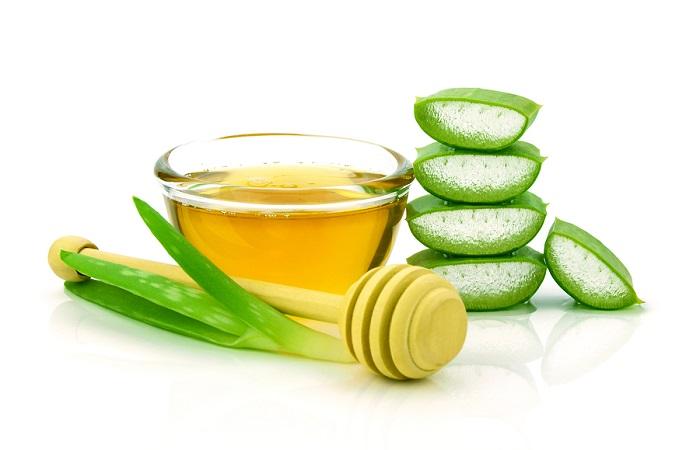 Làm se khít vùng kín - Chuyên gia tư vấn Aloe-vera-hair-and-facial-treatment-paste-mask-ingredients-on-white-background