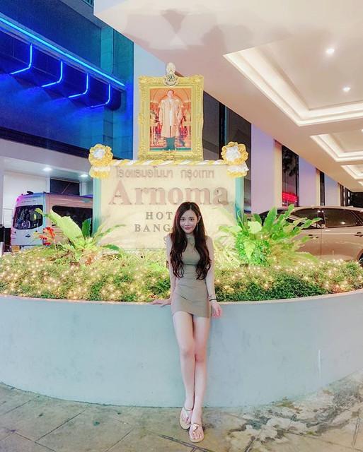 無双樂團Queena莙莙曼谷行比基尼解放美胸_肩帶都快撐不住真的超兇的