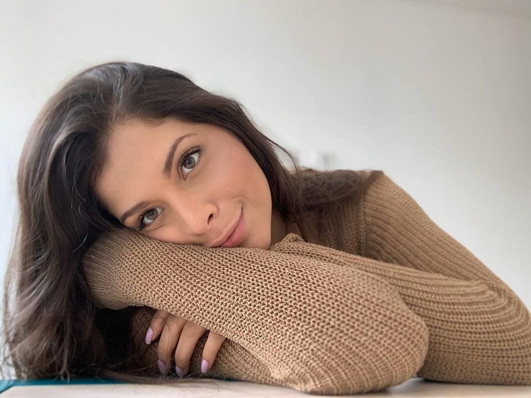 Natalia-Carvajal-Wallpapers-Insta-Biography-1